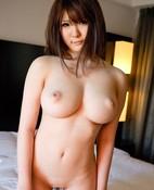 Momoka Nishina (27 años)