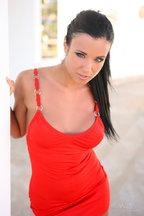 Ashley Bulgari posa desnuda en un terrado, foto 1