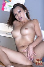 Buster Good follándose a la asiática Jazmine Leih, foto 9