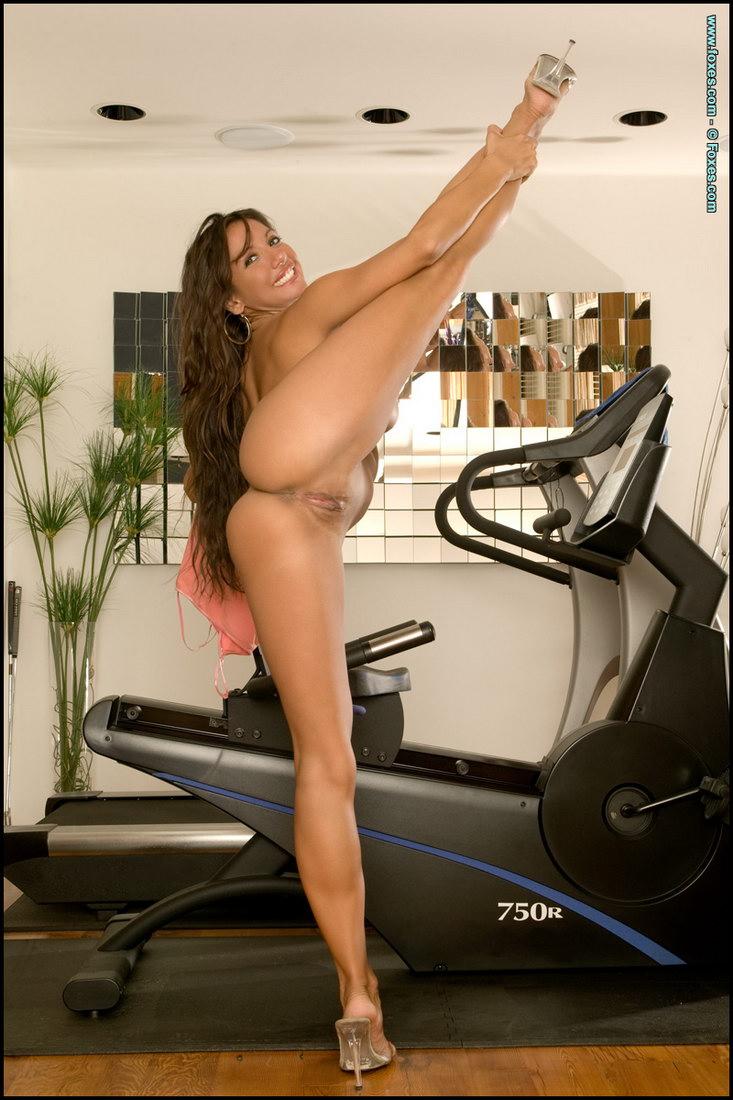 Celebrity Nude Century: 10 Rare Nudes #2 Emma