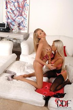 Danielle Maye y Ashley Bulgari masturbándose y lamiéndose, foto 4
