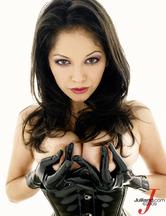 Evie Delatosso enfundada en un traje de cuero, foto 15