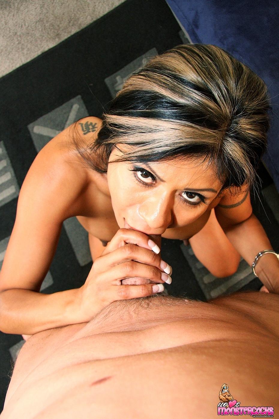 Gabby Quinteros y desconocido, foto 12