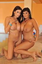 Jasmine Black y Sensual Jane masturbando sus coñitos aceitosos, foto 2