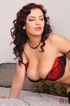 Pechugonas Lana Ivans y Shione Cooper masturbándose mutuamente, foto 3