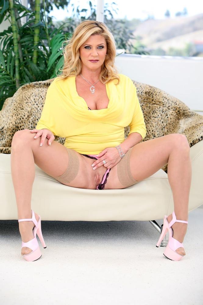 Madura Ginger Lynn Posa Desnuda Foto 5 Xnostarscom