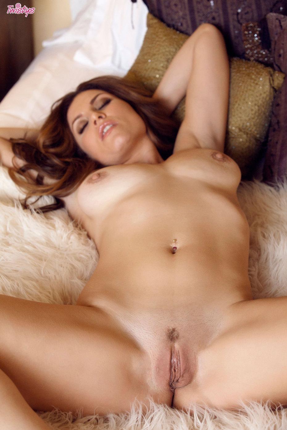 Dos lesbianas de tetas grandes y culos redondos - 1 part 9