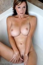 Miriam Magic dándose un buen baño, foto 8