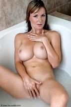 Miriam Magic dándose un buen baño, foto 9