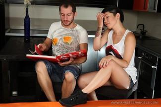 Netta Jade disfrutando de un anal con Oliver Strelly, foto 1