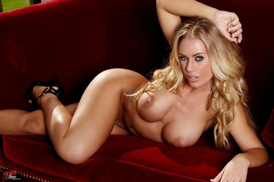 горячими девушками голые