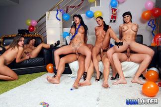 Gran orgía con mucho sexo de año nuevo, foto 10