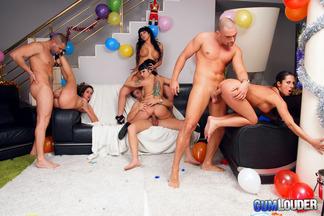 Gran orgía con mucho sexo de año nuevo, foto 12