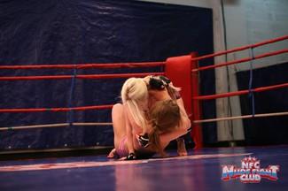 Pelea lésbica con Alice Miller y Danielle Maye, foto 9
