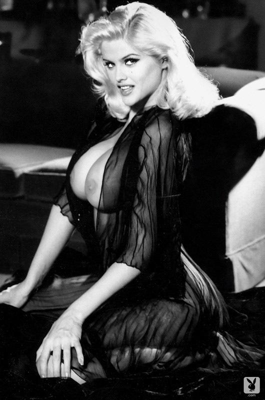 Anna Nicole Smith desnuda - ImperiodeFamosas