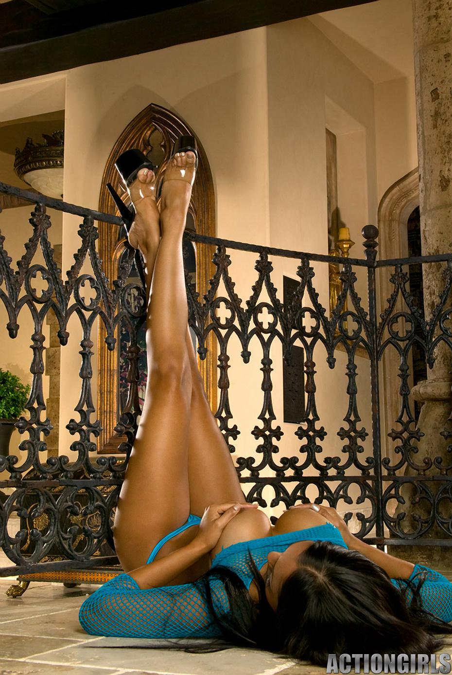 Priya rai porno desnuda y fotos