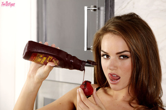 Twistys.com fresas, chocolate y Tori Black, foto 5