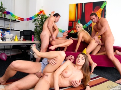 Victoria Puppy,Kristine Crystalis y Mona Lee,Martin Gun,Thomas Crown y George Uhl