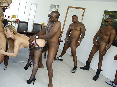 Cherie DeVille,Mo Johnson,Eddie J.,Sean Michaels,Rico Strong y Isiah Maxwell