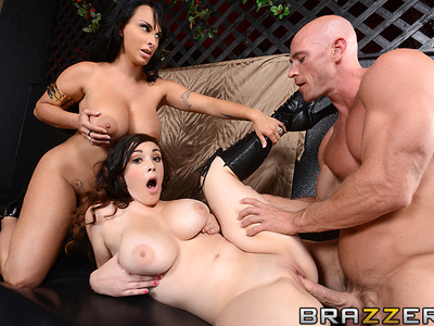 Holly Halston y Noelle Easton y Johnny Sins
