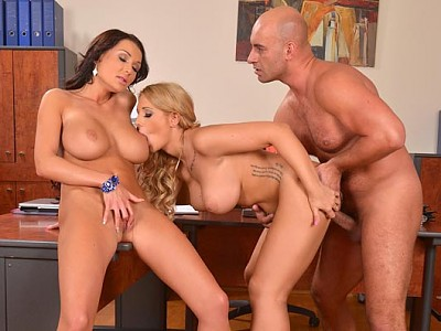 Kyra Hot y Patty Michova y Neeo