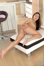 Ally Jones desnuda a cuatro patas, foto 15