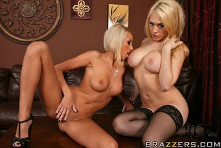 Sexo lésbico con Breanne Benson y Kagney Linn Karter, foto 4