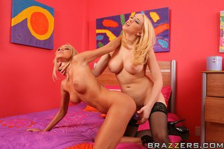 Sexo lésbico con Breanne Benson y Kagney Linn Karter, foto 11