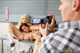 Clover follándose a las tetonas Rachel Starr y Alexis Ford, foto 8