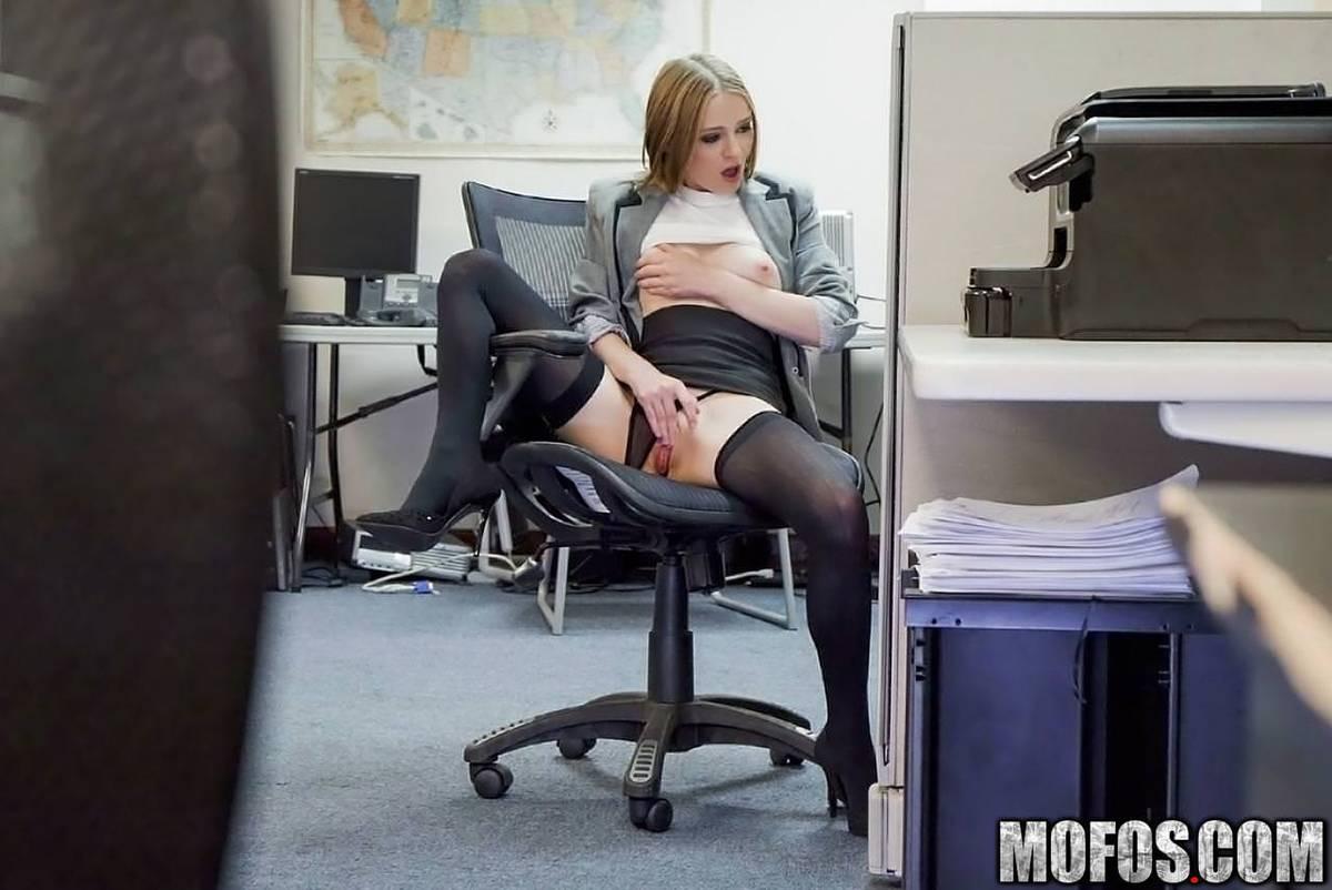 Masturbates to porn in office alone