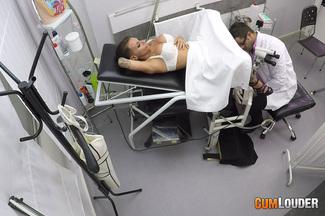 Examen médico a Gina Snake, foto 4