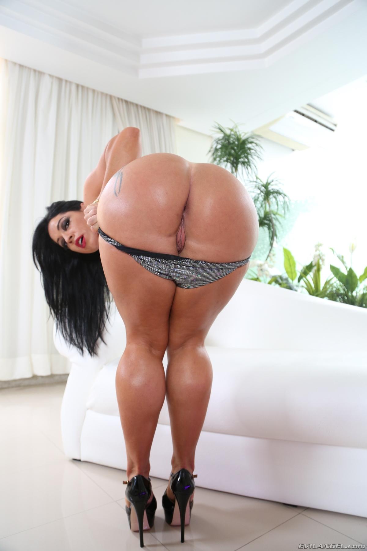 Monica Santhiago Forum