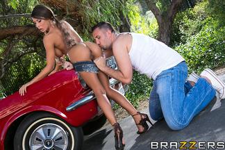 Keiran Lee saborea y penetra el coñito de la bellísima Madison Ivy, foto 6