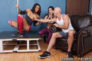 Latina Sophia Fiore follándose a Johnny Sins, foto 7