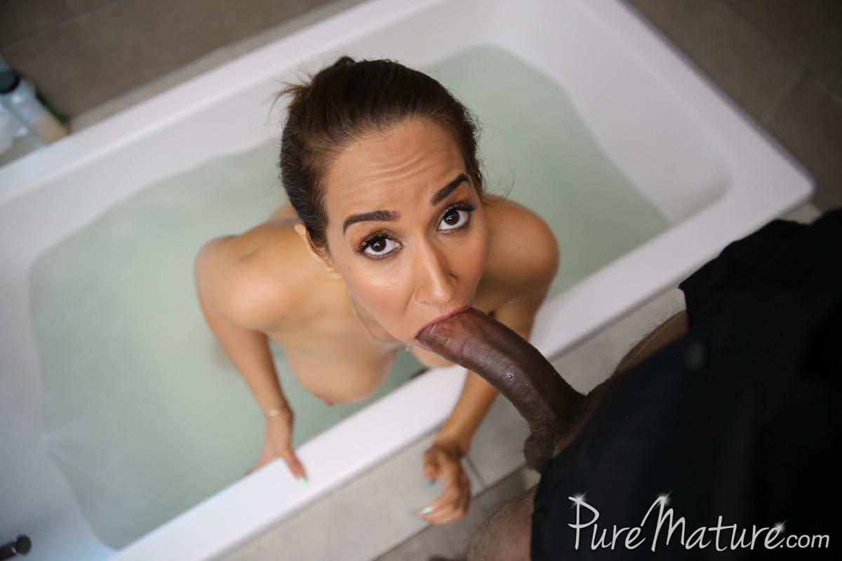 Actrices Porno Africanas Xnostar milf isis love se folla a su polludo vecino africano, foto 8