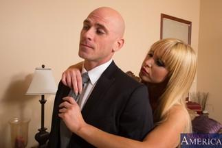 Johnny Sins se corre en la boca de la MILF Nikki Benz, foto 1