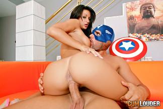 Capitán América follándose a una depilada Susi Gala, foto 9